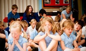 crianças orando 2