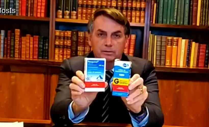 air Bolsonaro com caixas de hidroxicloroquina Foto: Reprodução