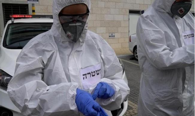Policiais de Israel usam equipamentos e roupas especiais para evitar contágio com o coronavírus. (Foto: COL.org)